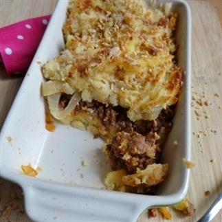 Ovenschotel met aardappelpuree en pittig gehakt
