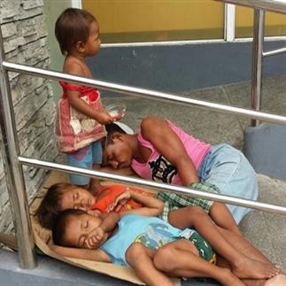 Schreeuwende Armoede en een Onbetaalbare Glimlach