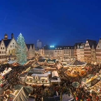 Kerstmarkt langs de Main in Frankfurt
