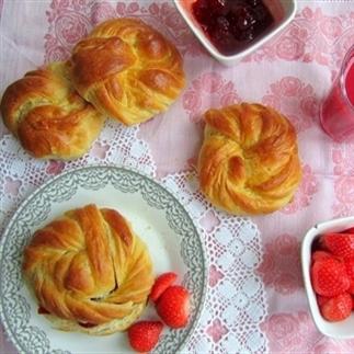 Turkse zachte roomboterbroodjes