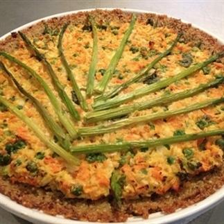 Vegan quiche met lentegroenten en quinoabodem