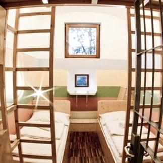In deze 7 bijzondere hostels wil je slapen