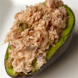 Avocado gevulde met tonijnsalade