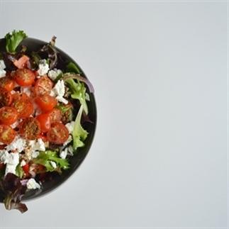 Blog society salade met geroosterde tomaten feta en linzen for Ver mangeur de salade