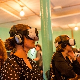 Virtual Reality Dining in VR Restaurant