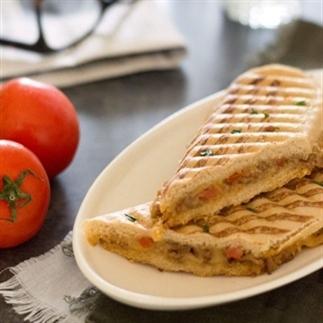 Hete tosti met gehakt