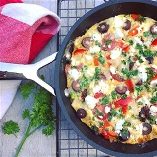 Griekse Frittata: omelet met feta, tomaat olijven