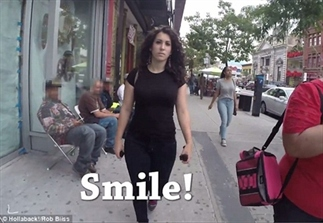 Video: vrouw wordt lastiggevallen op straat