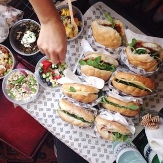 De 10 beste spots in Amsterdam om food af te halen