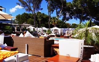 Op bezoek bij Nikki Beach, Mallorca.