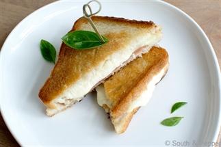 Italiaanse tosti met ham en mozzarella