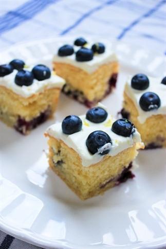 Lemon & Blueberry slices met mascarpone icing