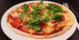 Tortizza met toppings - snelle pizza