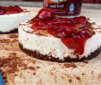 Vanille Yoghurt Taartje met Rood Fruit