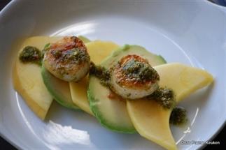 Coquilles met avocado en mango