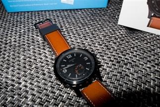 Een smartwatch en een prachtig horloge