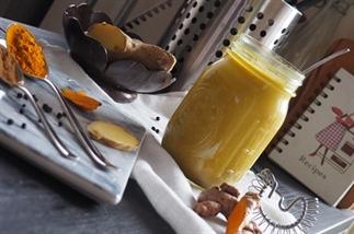Verwarmende golden milk (kurkuma latte)