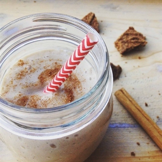 Verwarmende speculaas chai smoothie en amandelmelk