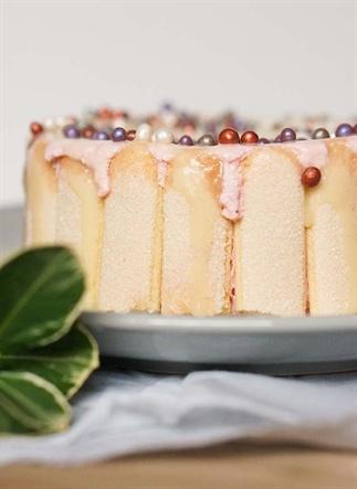 Aardbeienmousse taartje met witte chocola