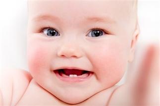 De eerste tandjes en borstvoeding, hoe gaat dat?