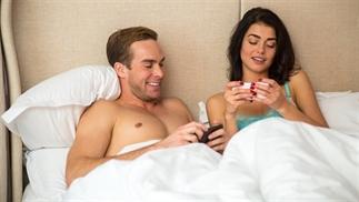 Gelukkige relatie? > minder op social media!