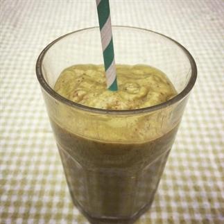 Groene smoothie met avocado gember en citroen