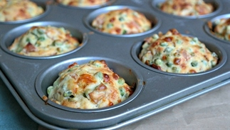 muffins met ham en erwtjes