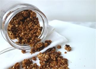 Peanutbutter cinnamonroll granola (gezond)