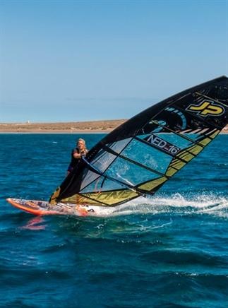 De wereld over reizen om te windsurfen