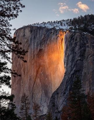 Deze waterval in Yosemite kleurt in februari goud