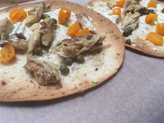 Tortizza met makreel en kappertjes