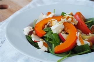 Salade met gegrilde pompoen, gorgozola en appel