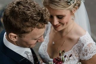 Een bruiloft gemaakt door vrienden en familie