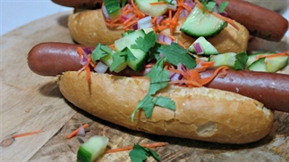 hotdogs met sweet & soursalade