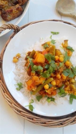 Indiase curry met kikkererwten en aubergine