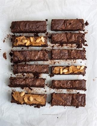 Pindakaas brownies met stukjes noot