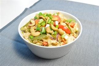 Rijstnoedels met kip, sugarsnaps en lemongrass