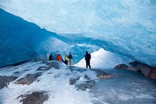 Wow, wandelen in een ijsgrot