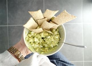 Avocado ei salade (+ doe het zelf video)