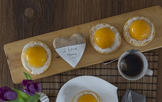 Moederdag ontbijt zelf maken met een zoet ei