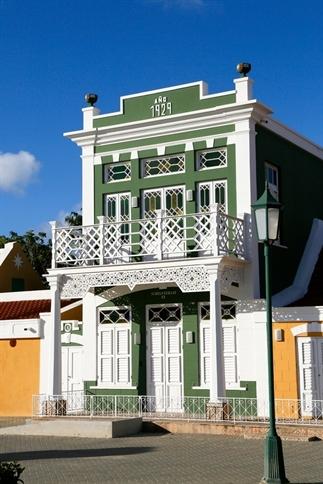 Oranjestad en San Nicolas: het stadsleven op Aruba