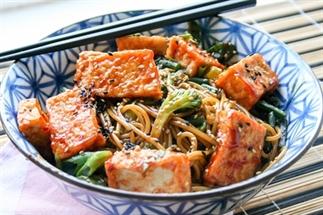 Snelle bami met tofu
