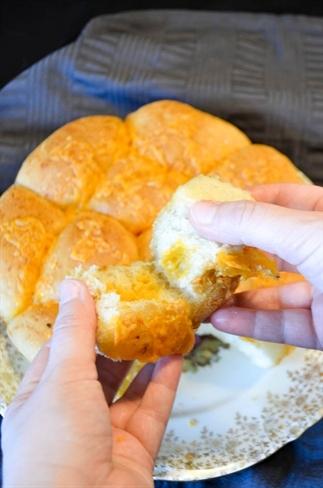 Breekbrood met knoflook en cheddar