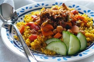 Curry met kikkererwten, zoete aardappel en bimi