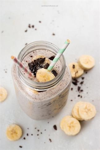 Gezonde milkshake banaan, kokos & stracciatella