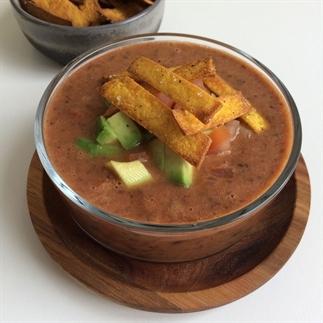 Mexicaanse zwarte bonensoep met crispy topping