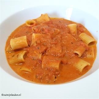 Vega pasta met tomaten/wodka saus