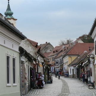 Video: dagtrip Szentendre vanuit Boedapest