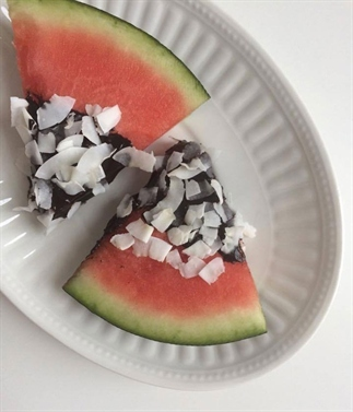 Watermeloen met chocolade en kokos