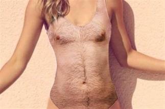 Dit badpak met borsthaar is trending!